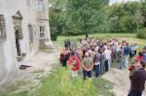 Vortrag vor dem Eingang zum kalten Gang, Schlosspark.